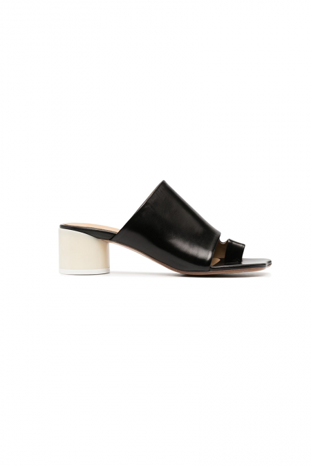 Toe-ring heeled sandals